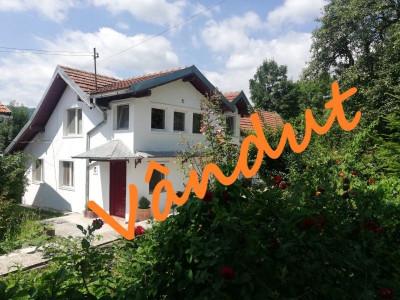 Vanzare ansamblu 2 case cu teren 4000 mp Comarnic