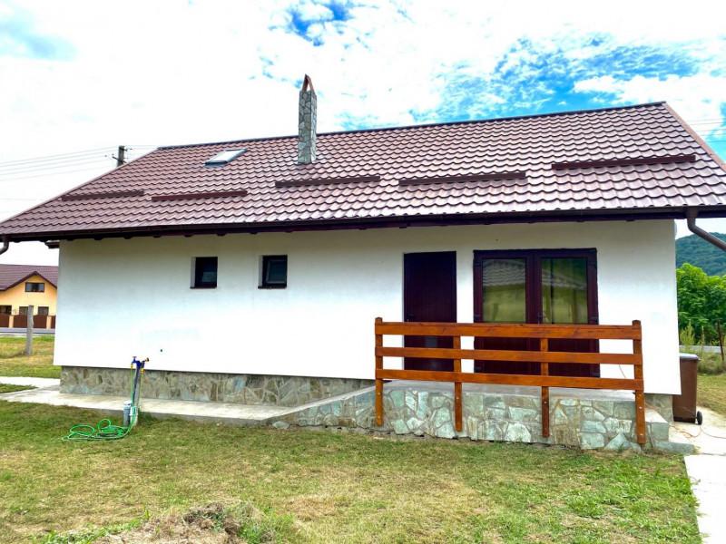 Vând Casă de Vacanță pe Valea Topologului, Dealu Negru